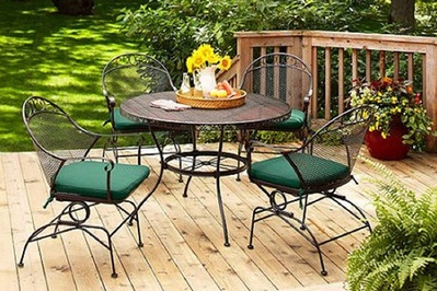 Patio furniture sets we like for under 600 the sweethome for Low maintenance outdoor furniture